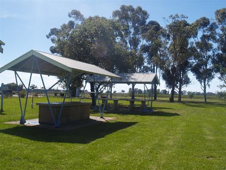 Gogeldrie Weir Holiday Park