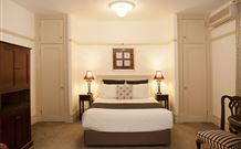 Cobb & Co Court Boutique Hotel - Accommodation ACT